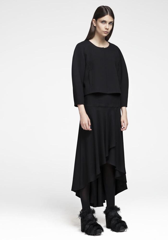Asymmetric skirt black