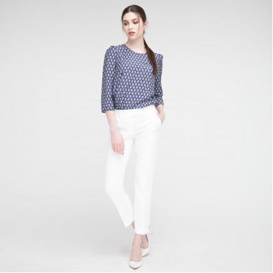 З чим носити білі жіночі штани?