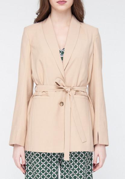 Elongated jacket colors of sand Eurasia